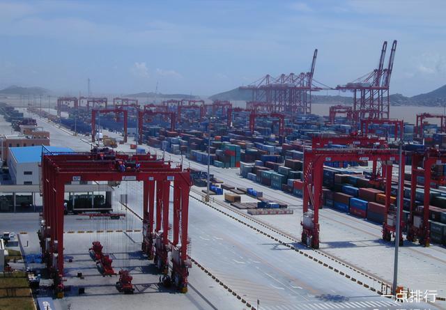 做为中国最大的海港,莫归属于我国的秦皇岛港