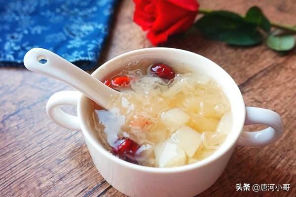 银耳汤怎么做才粘稠,煮银耳时,只需牢记这3点,15分钟快速出胶,香甜又黏稠