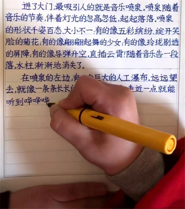 """手写印刷体,男孩写出一手""""印刷体"""",字迹美观工整让人羡慕,宝妈却不开心"""