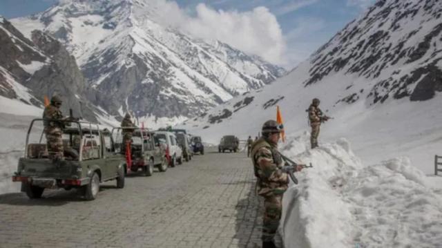 印媒:经过全力铲雪,通往中印边境的军民两用公路提前40天开通 全球新闻风头榜 第2张