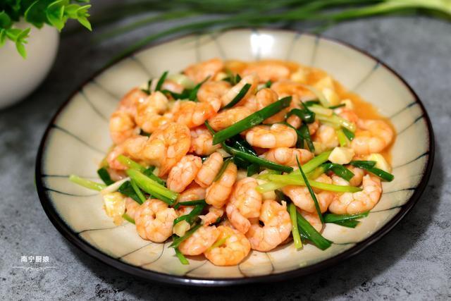 虾仁的吃法,无论天气多热,这虾仁做法都是我家的最爱,鲜甜脆口,越吃越好吃