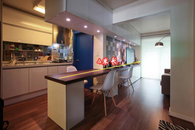 小户型装修,果然小户型装修得聪明,装块4米长的木板,餐桌吧台电视柜都有了