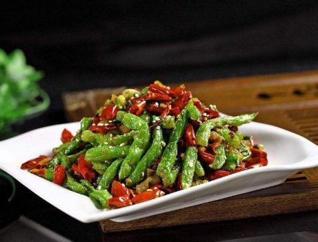 干煸四季豆的做法,干煸四季豆,焯水还是过油?用对方法,四季豆焦脆入味,还不夹生