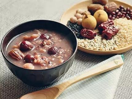 腊八粥的做法,腊八粥的正宗做法,口感清香软糯,暖胃又滋补,喝起来超满足