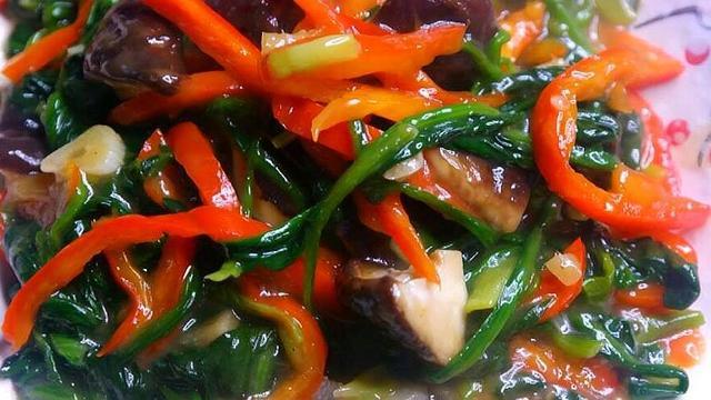 菠菜的做法,菠菜最好吃做法,配上香菇,只需简单几步,一大盘上桌不够吃