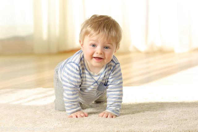 婴儿9个月,宝宝9个月还不会爬行,是肢体发育慢吗?其实原因有很多