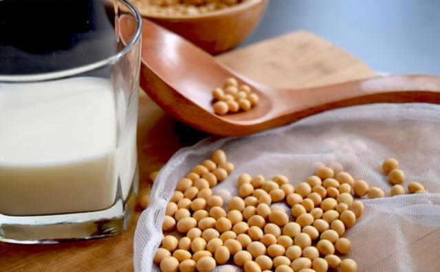 怎么做豆浆,在家打豆浆,别泡完直接打,多加这1步,细腻又香浓,没渣没腥味