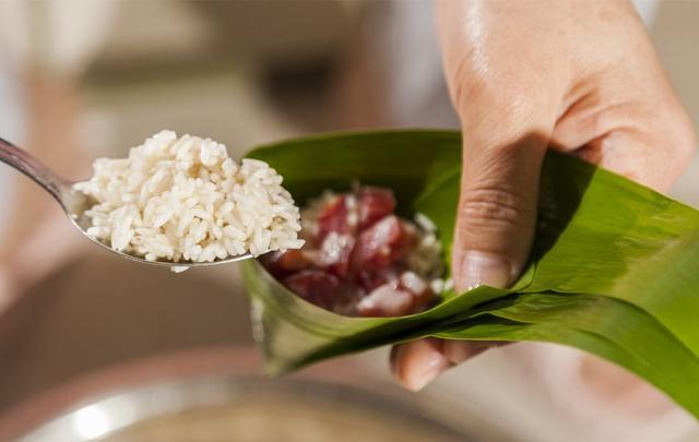 粽子的做法,粽子最简单的2款做法,不漏米不夹生,手把手地教你,软糯好吃
