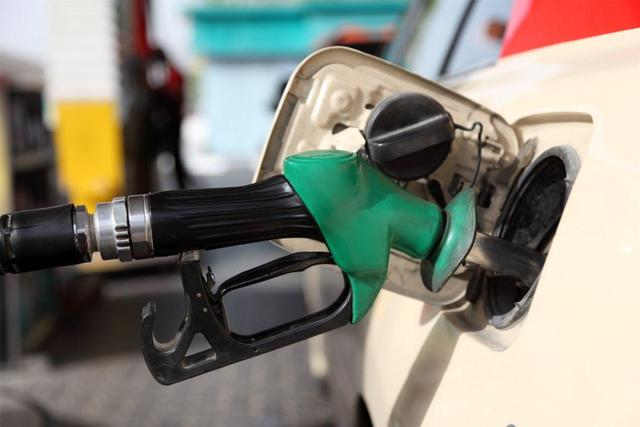 最新油价调整最新消息,油价调整:预计下调175元/吨,注意,油价要跌了