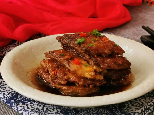红烧带鱼的家常做法,这才是红烧带鱼的标准做法,老妈的拿手菜秘诀,鲜嫩美味还不腥