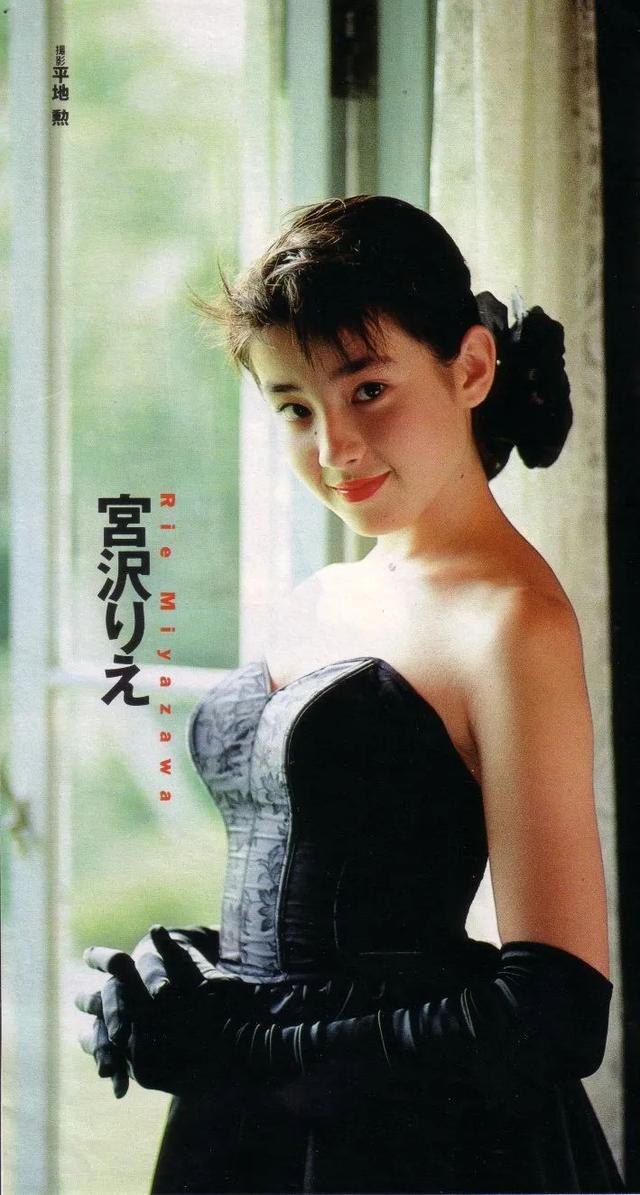 日本大胆人mm体图片,17岁被母亲逼拍性感照陪睡!日本美女宫泽理惠走红艰辛
