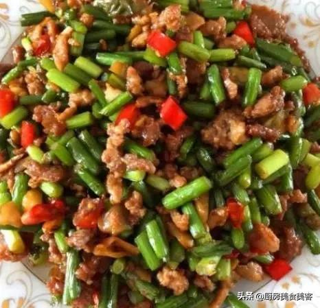 蒜苔的做法大全,又到了吃蒜苔的季节,杀菌又美味,介绍几种蒜苔的家常做法。