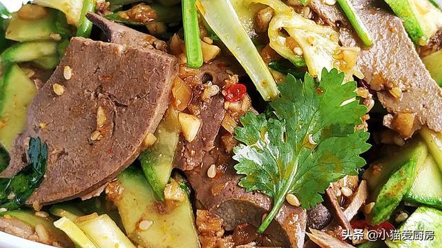 """凉拌猪肝的做法,小猫做的""""凉拌猪肝"""",制作简单,味道香辣,夏天不错的下酒菜"""