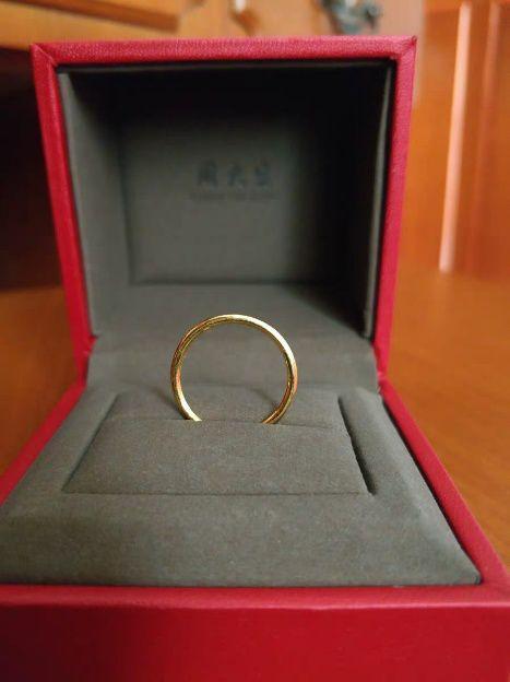 素圈戒指图片,素圈戒指,夏季首饰的新宠,我们来对比周大福和周大生的素戒