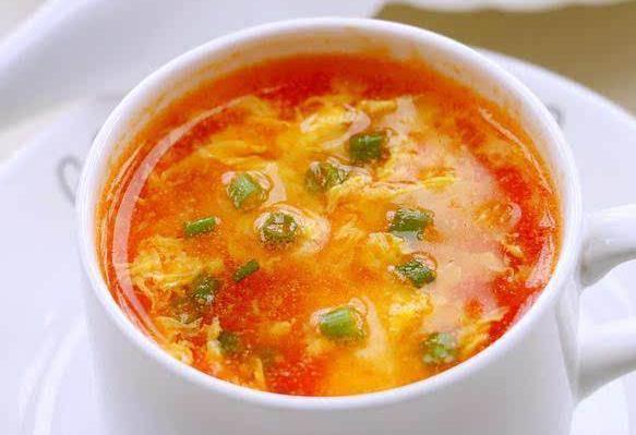 西红柿鸡蛋汤的做法,西红柿鸡蛋汤,很多人做的不对,难怪汤难喝!大厨:这是正确做法
