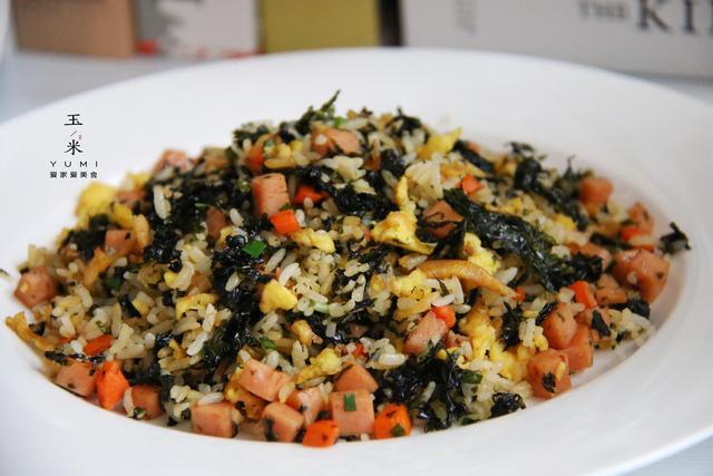 紫菜的吃法,蛋炒饭放紫菜,不一样的蛋炒饭,营养又美味,10分钟就能出锅