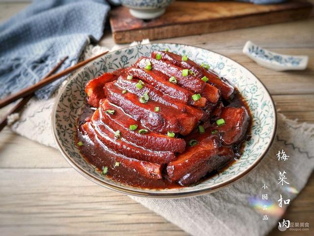 梅干菜扣肉的做法,梅菜扣肉的做法