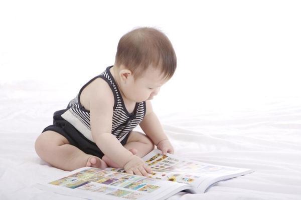 婴儿大脑发育,如何锻炼宝宝大脑发育,分阶段训练效果好,宝宝发育快人一步!