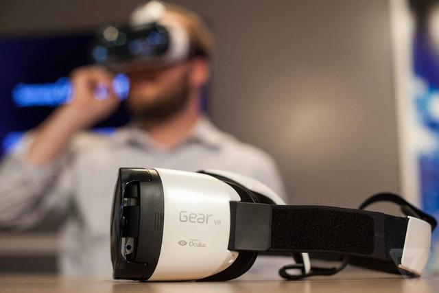 gear vr,三星将继续推出多种VR设备 包括停更两年的Gear VR