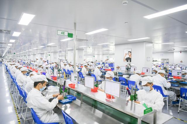 """探访「RELX悦刻」专属工厂:""""看不见""""的电子烟是如何诞生的"""