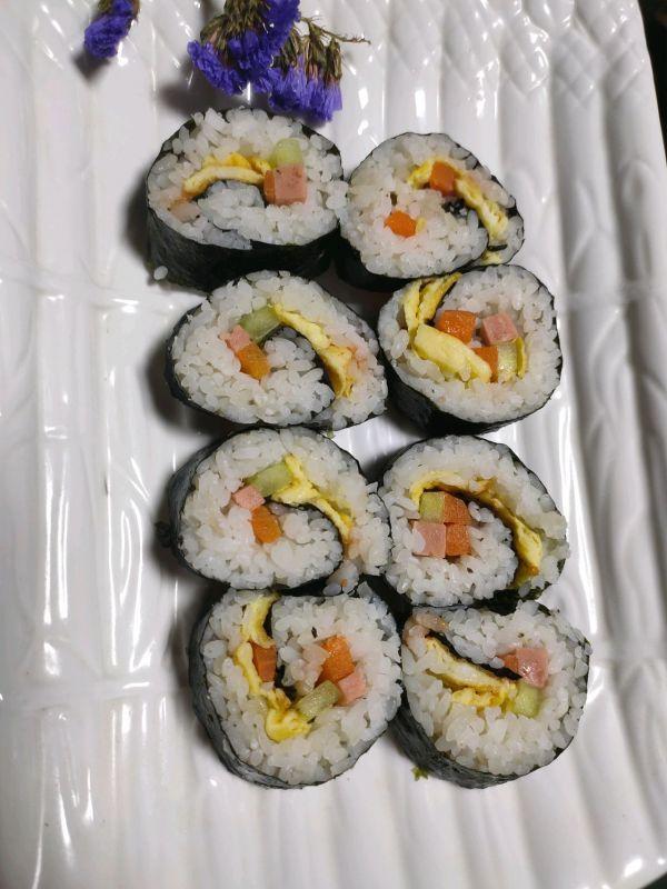 饭团的做法,10分钟快手菜家庭版寿司(紫菜包饭),做饭不发愁