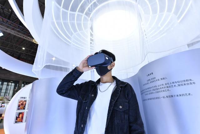 "VR艺术,长三角文博会 踏上""VR+""艺术之旅,探索随时可""浸入""的M50创意园"