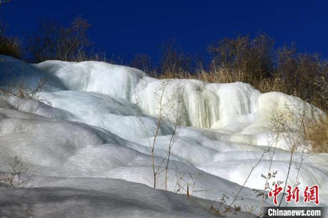 新疆南部天山山脉出现冰瀑 犹如一块羊脂玉 全球新闻风头榜 第3张