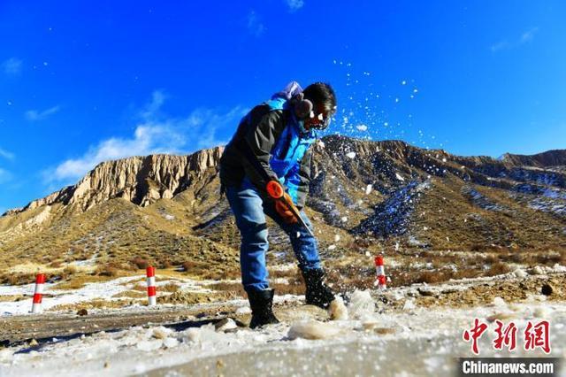 新疆南部天山山脉出现冰瀑 犹如一块羊脂玉 全球新闻风头榜 第8张