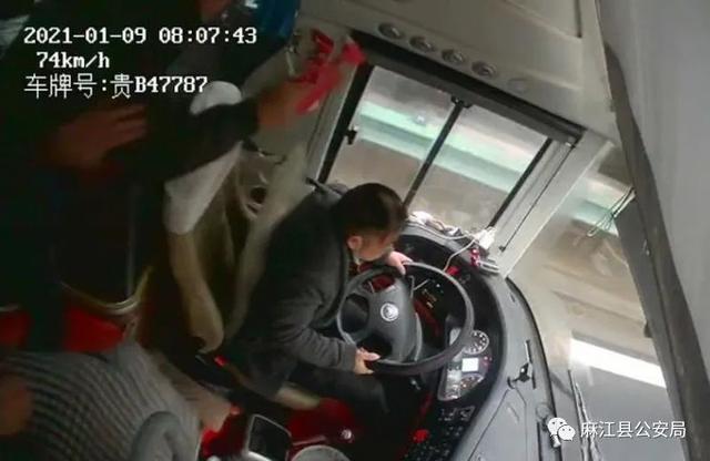 """贵州麻江警方通报""""司机遭乘客持安全锤敲击"""":嫌疑人被刑拘 全球新闻风头榜 第2张"""