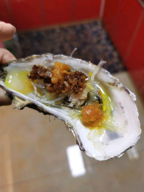 生蚝的做法蒸几分钟,5分钟就能做好的蒜蓉黄灯笼椒酱蒸生蚝,简单又好吃