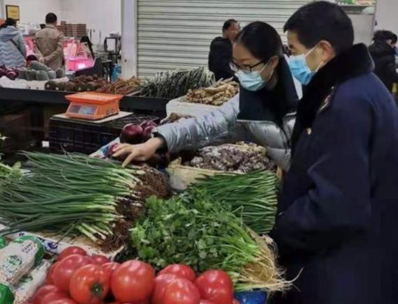 """全国各地菜市场发生""""上色葱""""销售市场监督机构:抽样检验中!"""