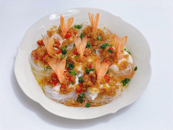 蒜蓉粉丝虾的做法,年夜菜|蒸蒸日上·蒜蓉粉丝蒸凤尾虾