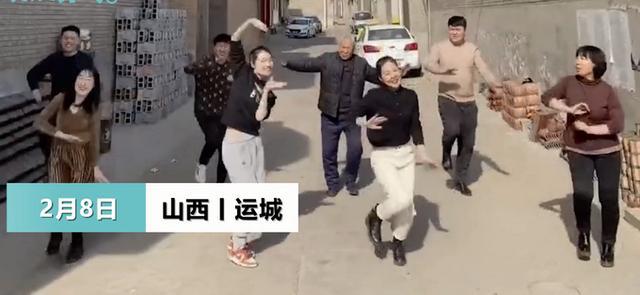老师返乡新年拉亲戚舞蹈,78岁祖父凭整体实力占领C位