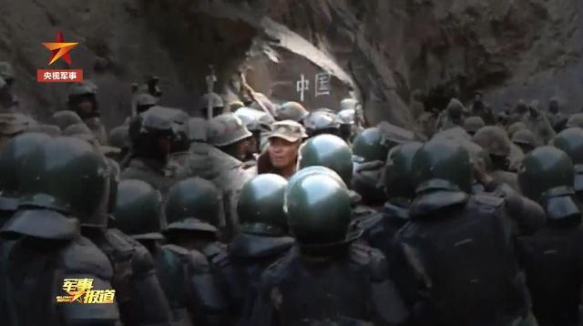 """中央军事委员会授于祁发宝""""文忠戍边英雄人物""""光荣称号"""