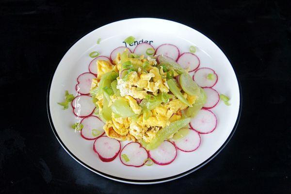 黄瓜炒鸡蛋的做法,#白色情人节限定美味#黄瓜炒鸡蛋,多加一步鲜嫩不腥