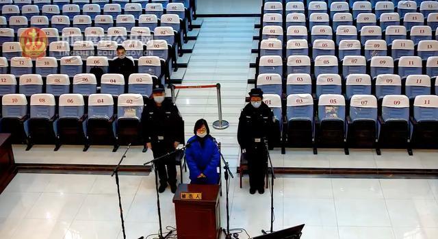 大学教师简介,川大一女教师因共同受贿近千万获刑,系落马厅官特定关系人