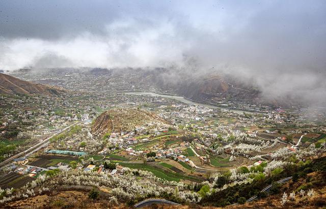 景区,四川阿坝:雨后景区云雾缭绕宛若仙境