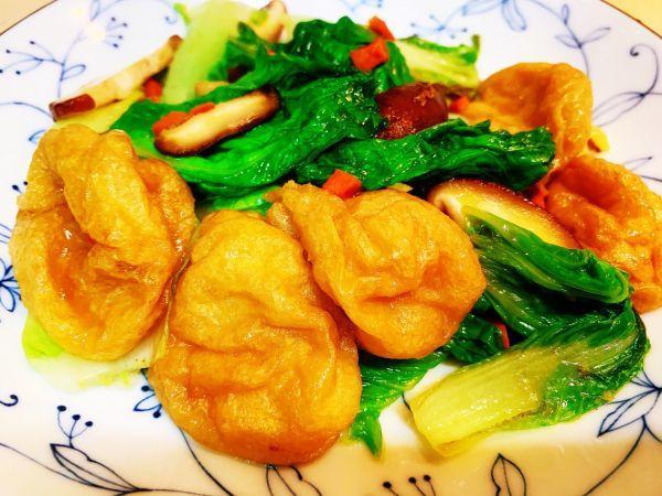 美食,好吃到舔盘的鸡汁杭白菜香菇油面筋,吃一次就上瘾