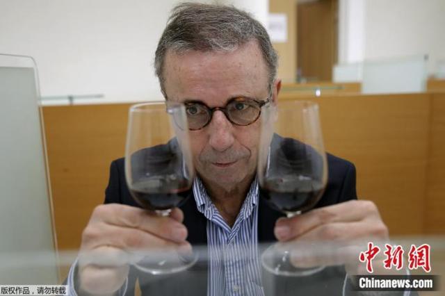 """在太空""""陈酿""""一年的葡萄酒开箱!品酒师这么说(图)"""