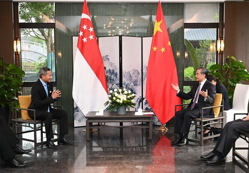 王毅同新加坡外长维文举行会谈 全球新闻风头榜 第1张