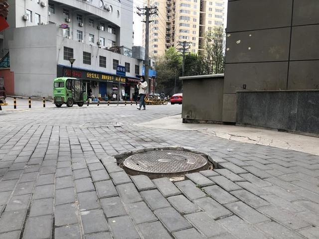 西安长乐坊小区单元楼周围地面出现多处下沉,业主担心影响楼体安全 全球新闻风头榜 第2张