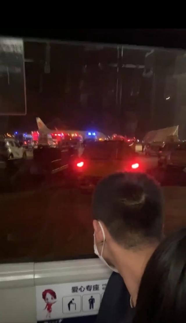 乘客忆国航深夜返航:男子谎称飞机上有炸弹,有女生被吓哭 全球新闻风头榜 第2张