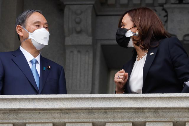 释放什么信息?访美的菅义伟戴了印有美日国旗的口罩,拜登会谈时戴双层口罩 全球新闻风头榜 第3张