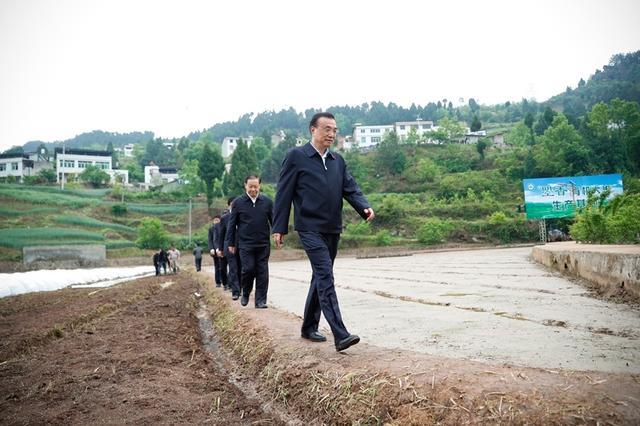 李总理在四川调查 赶到广汉三星堆考古发现当场