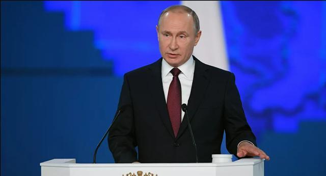 普京大帝在马涅什中间展览会服务厅发布本年度国情咨文