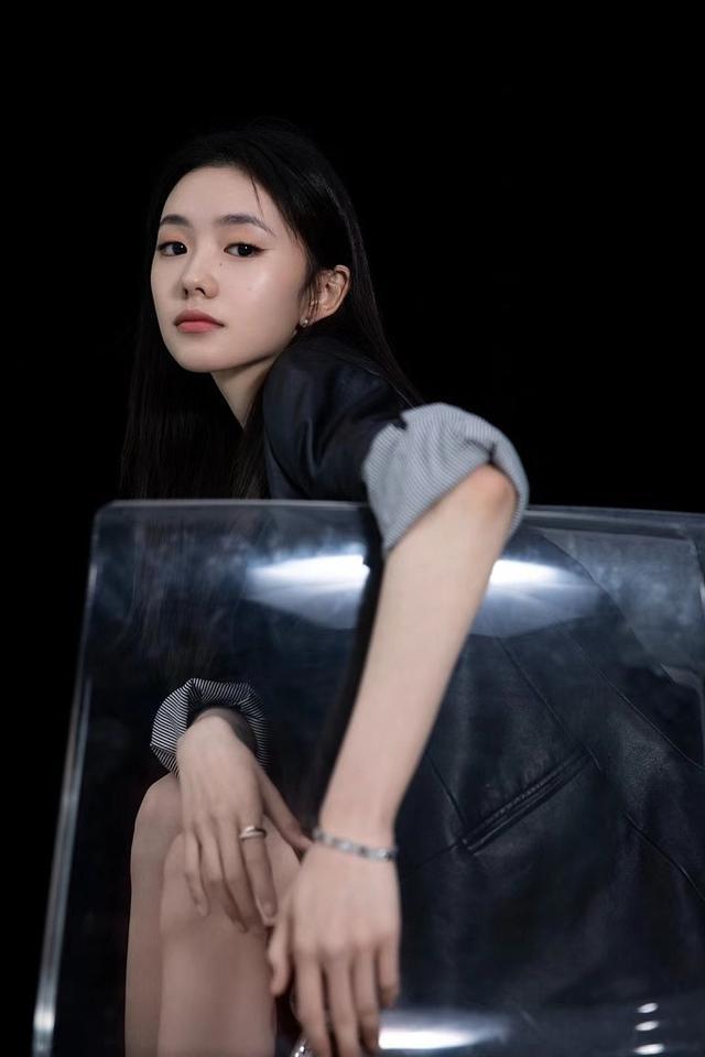 女星刘浩存皮裤写真曝光 长腿白皙可盐可甜 全球新闻风头榜 第1张