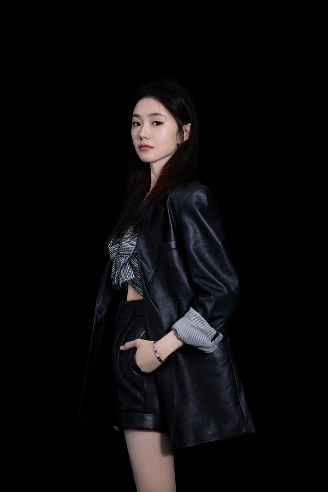 女星刘浩存皮裤写真曝光 长腿白皙可盐可甜 全球新闻风头榜 第2张