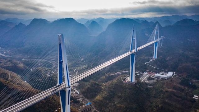 """高速最新消息,沿着高速看中国丨高原上织就高速公路""""彩带"""""""