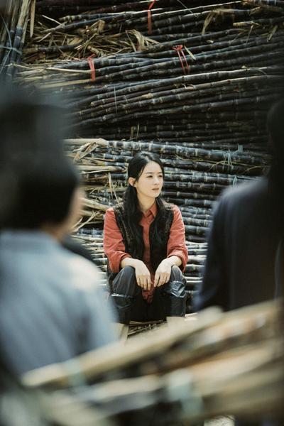 赵丽颖《理想照耀中国》新剧照曝光 头戴草帽埋头耕耘 全球新闻风头榜 第5张