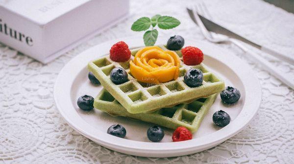 华夫饼的吃法,#夏日开胃餐#超快手斑斓粉华夫饼(早餐机版)